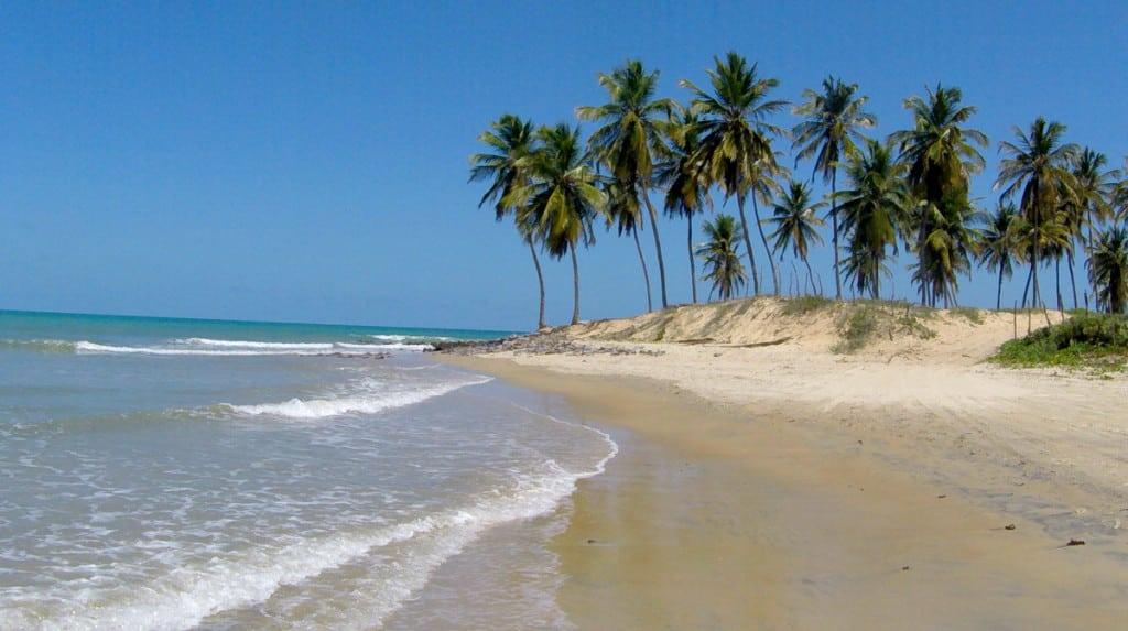 A praia deserta de Maracajaú